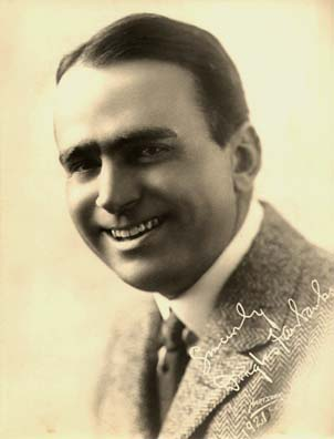 http://misslittlecherry.files.wordpress.com/2010/02/douglas_fairbanks_signed_1921_photo.jpg